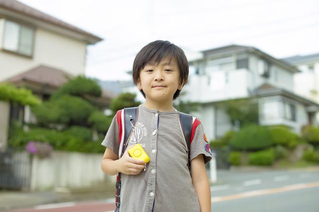 学校に通う息子