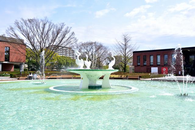 ペリカンの噴水(久留米市美術館)