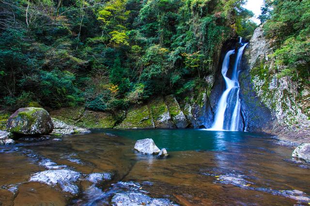荘厳な潜竜ヶ滝