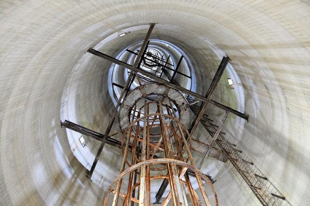 針尾無線塔の内部
