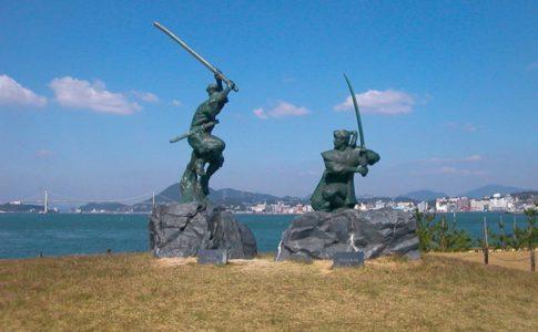 巌流島の武蔵と小次郎
