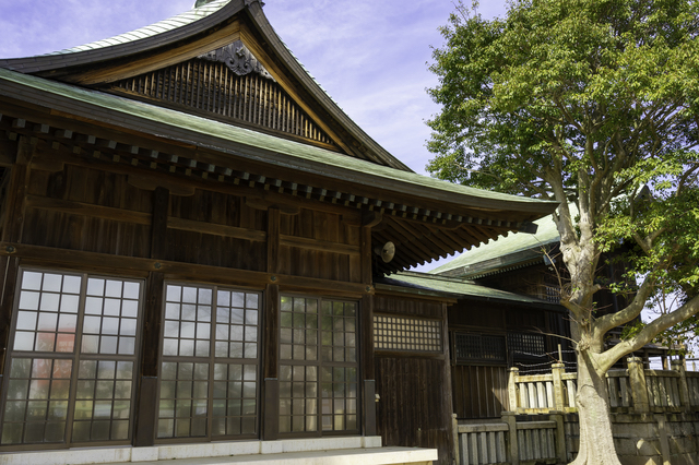 大歳神社の拝殿と本殿