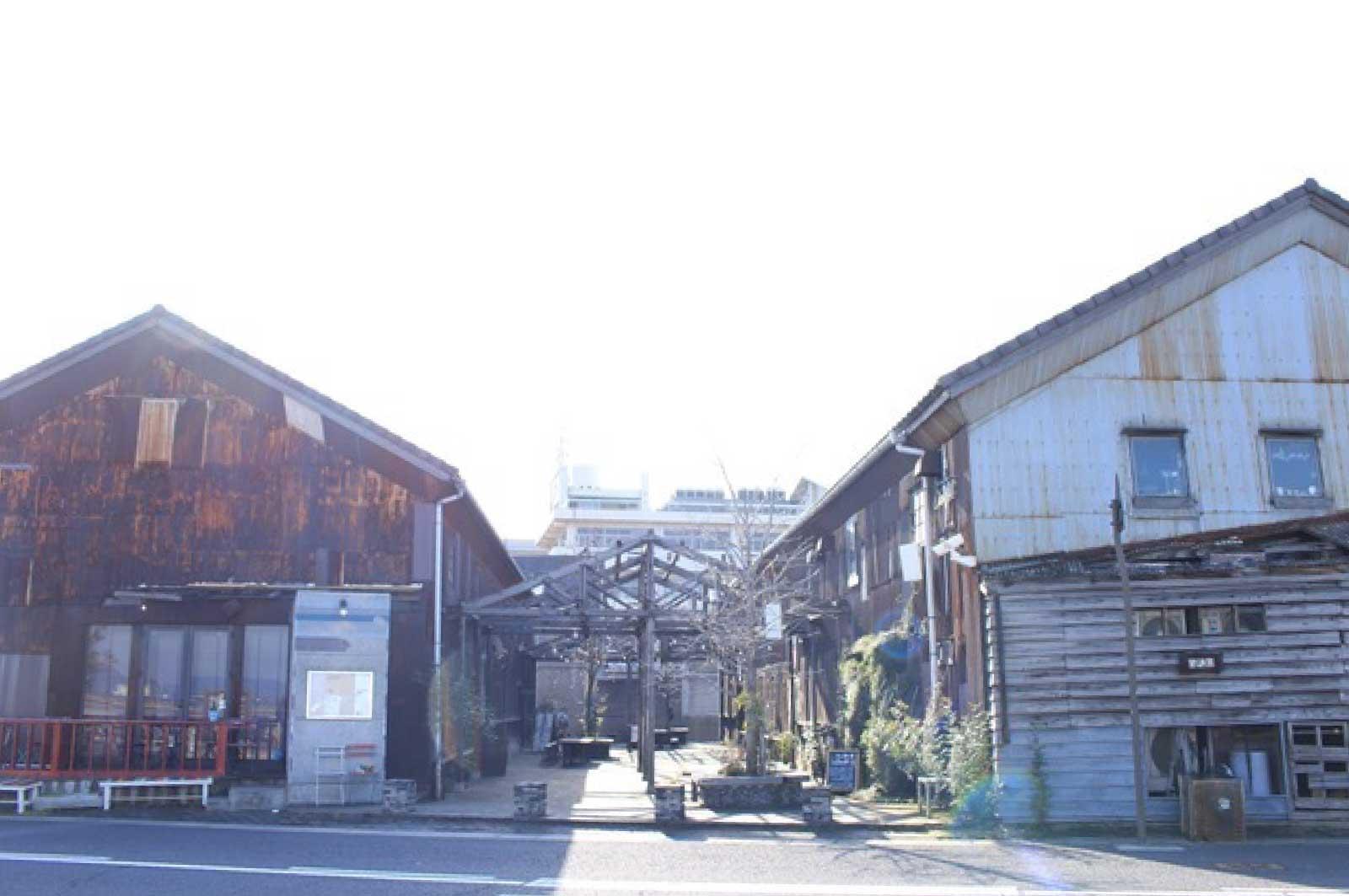港の倉庫群をリノベーションした北浜alley(高松)