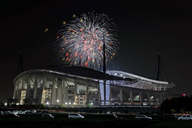 豊田スタジアムと花火
