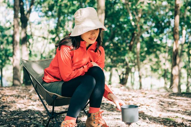 最近では女性も1人キャンプを楽しんでいる