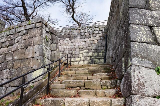総石垣造りの城