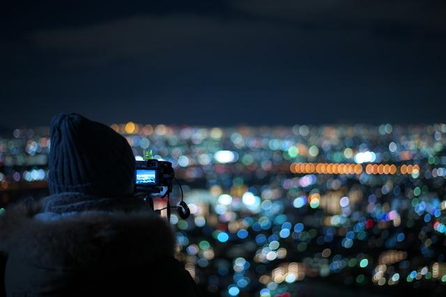 夜景を眺めているうちになんだか彼女ともいい雰囲気に