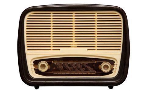 ラジオから流れるザ・ビートルズ