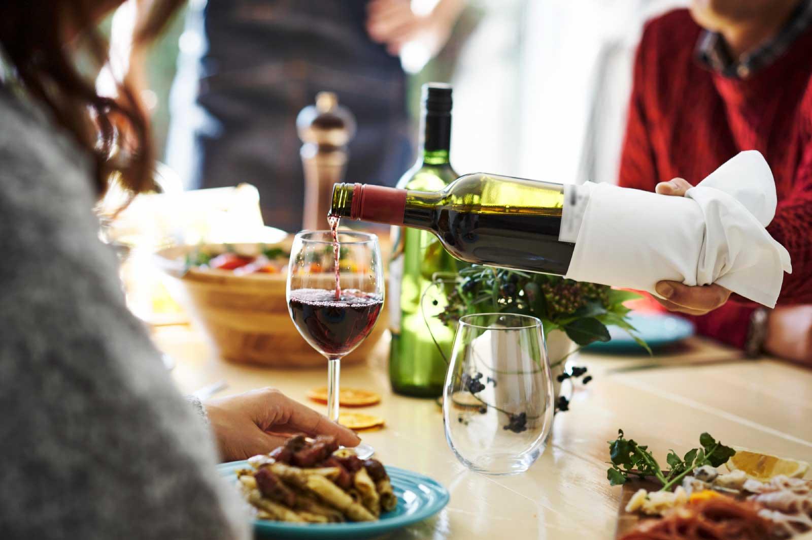 友人の中にも1人くらいはワインに詳しい人がいて