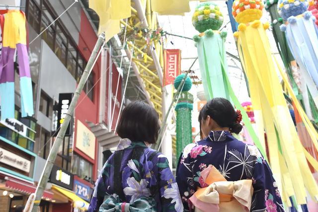 仙台駅からアーケードまで豪華絢爛に彩られている