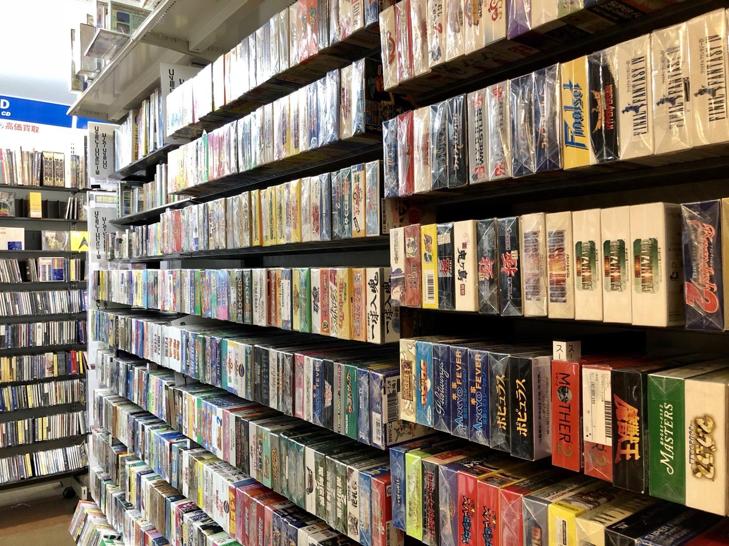 駿河屋本店のレトロゲーム売り場