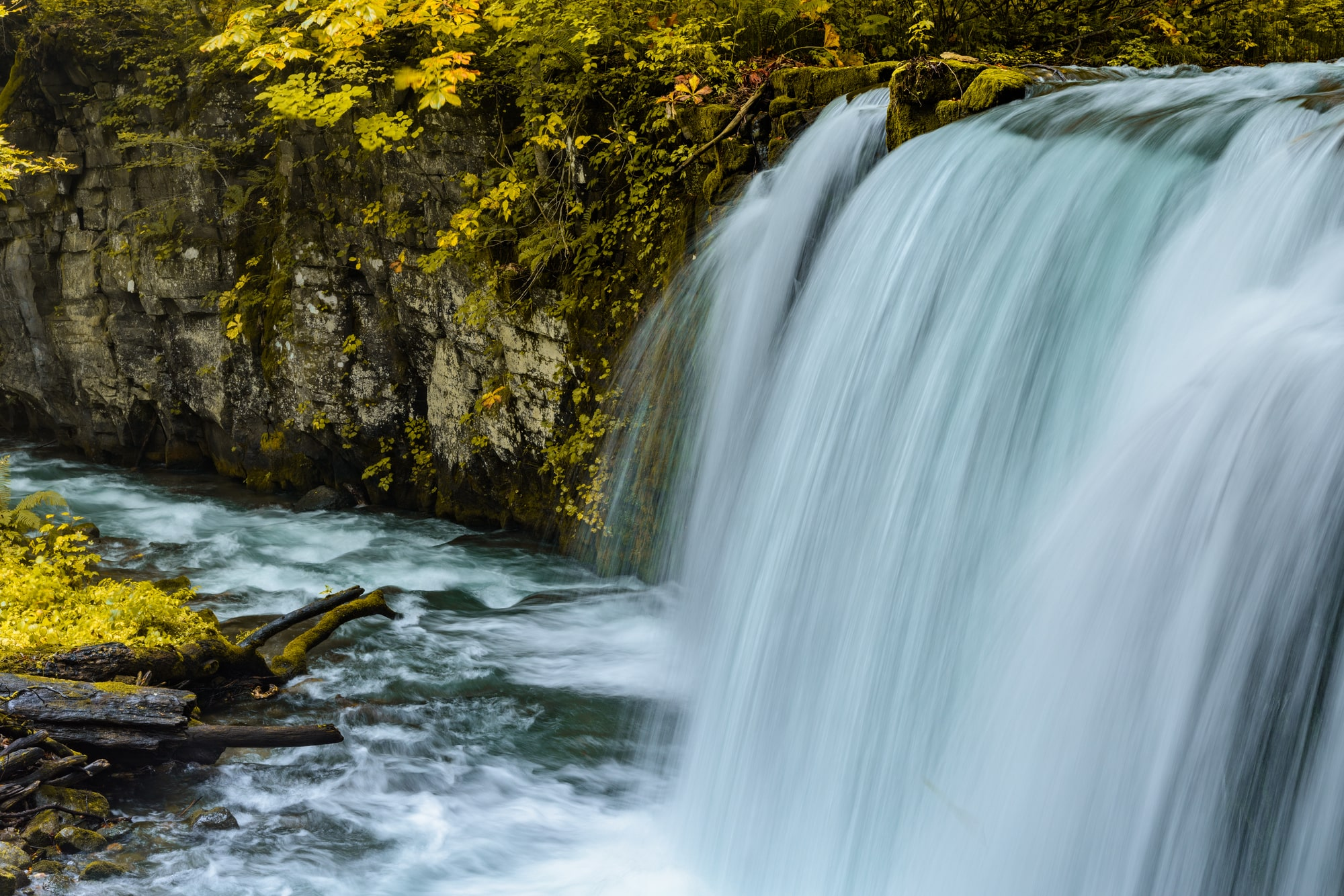 多くの川が流れていることで、滝が非常にできやすい