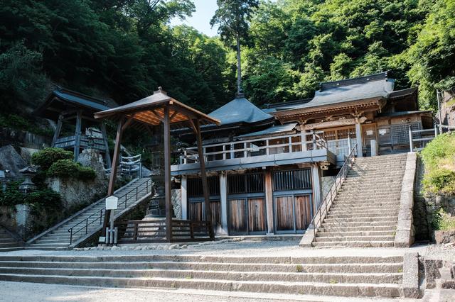 ブナの木材を使った立石寺の建築物は、日本最古