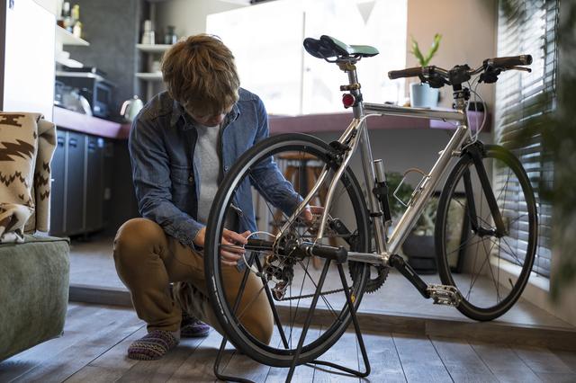 クロスバイクにハマる男性