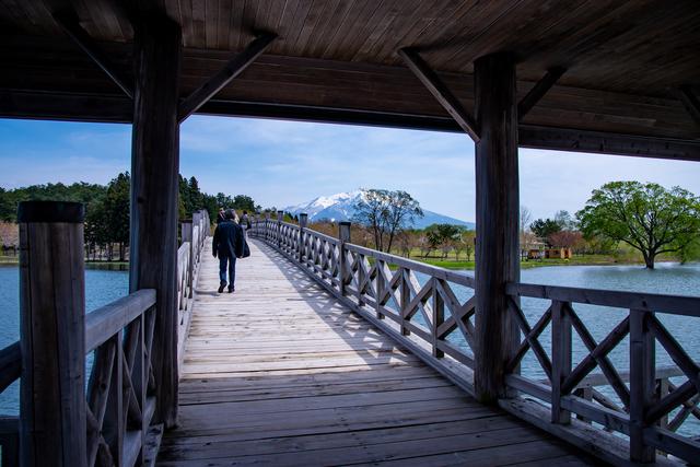 橋を入れ込む形で風景の写真