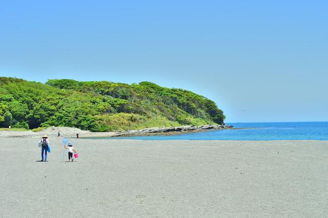 島までは本土からは200メートル程の砂浜で繋がっている