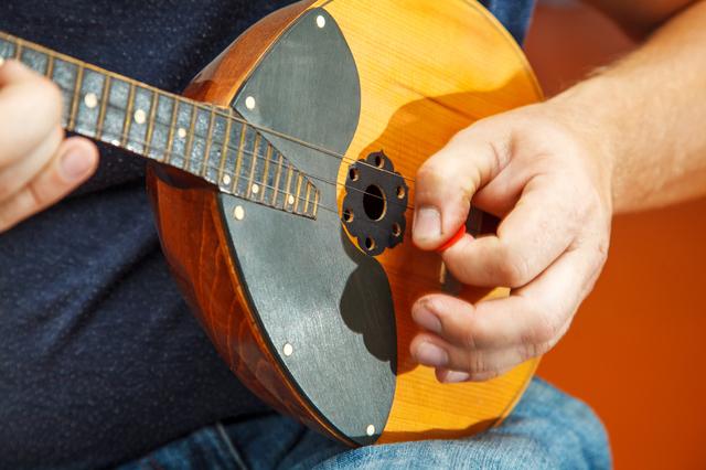 マンドリンの演奏方法は独特