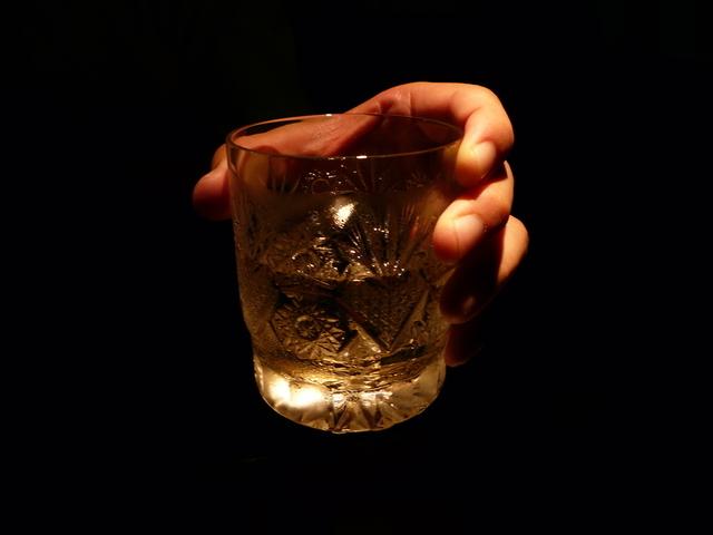 ウイスキーがたくさん置いてあるバー