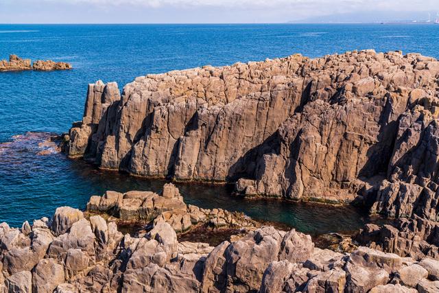 安山岩でできた崖