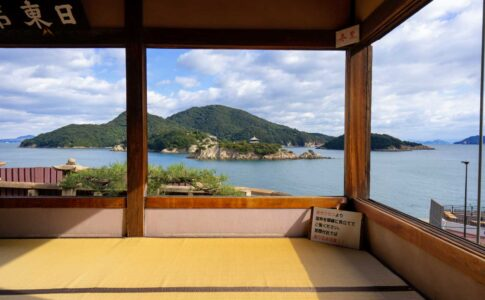 福禅寺から見渡す鞆の浦の景色