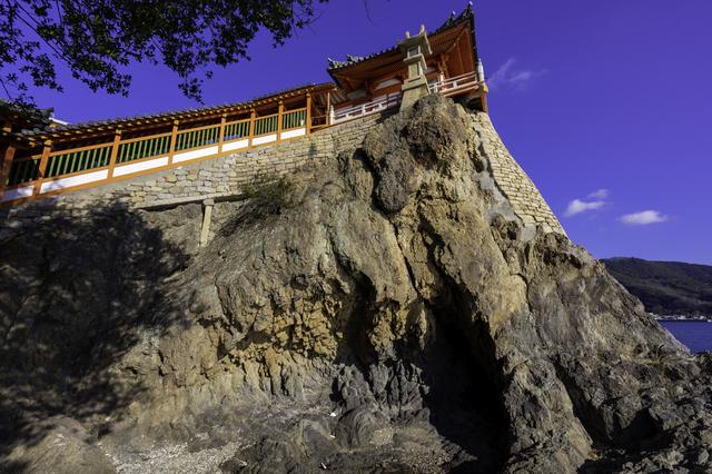 断崖絶壁にそびえ建つ磐台寺