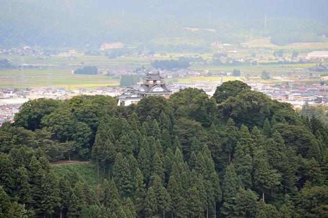 大野の町を見下ろす越前大野城