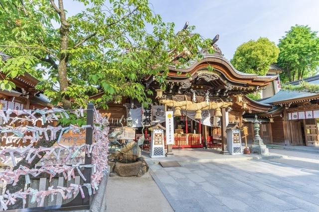 博多駅のすぐ近くにある広大な神社
