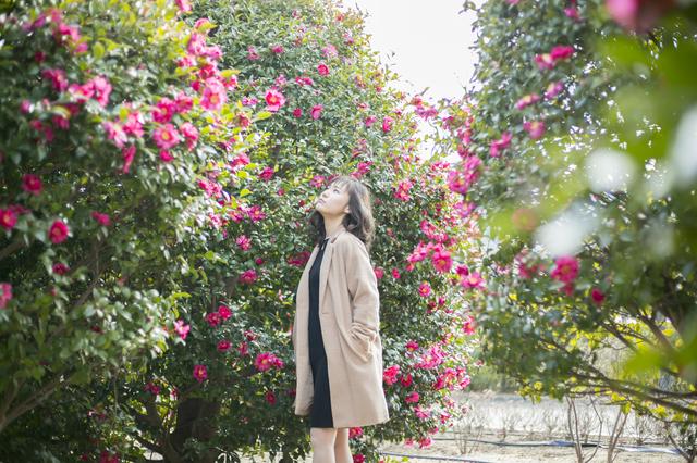 花を愛する女性