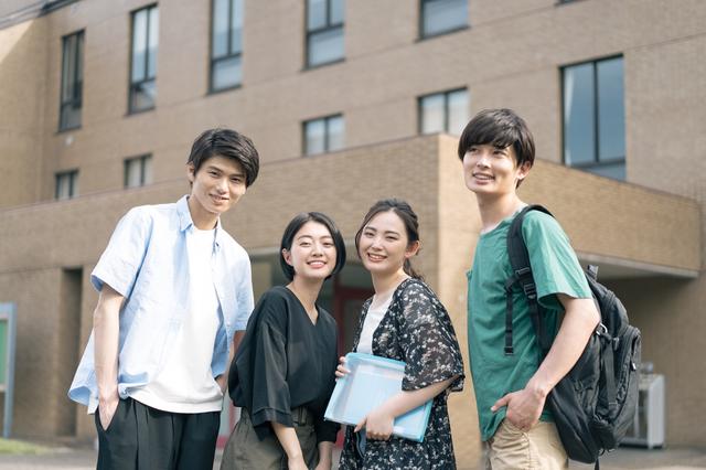 キャンパスライフを楽しむ八王子の大学生