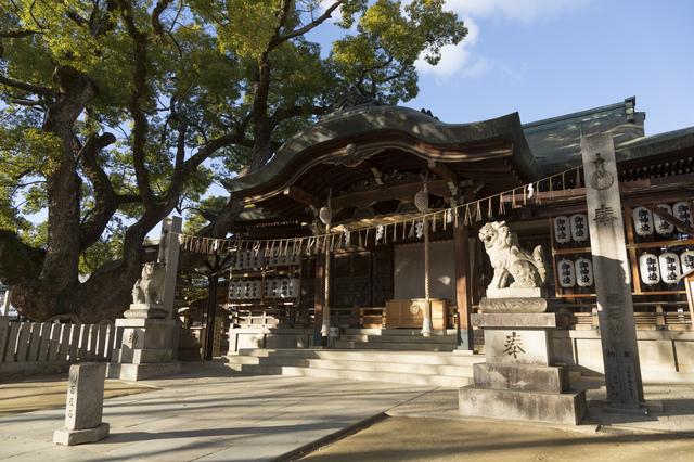 石切神社の拝殿と本殿
