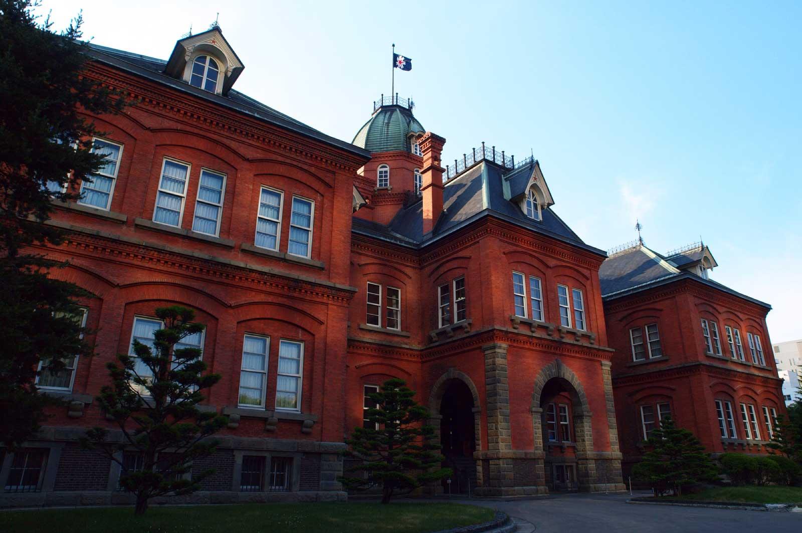 竣工は1888年の「赤れんが庁舎」