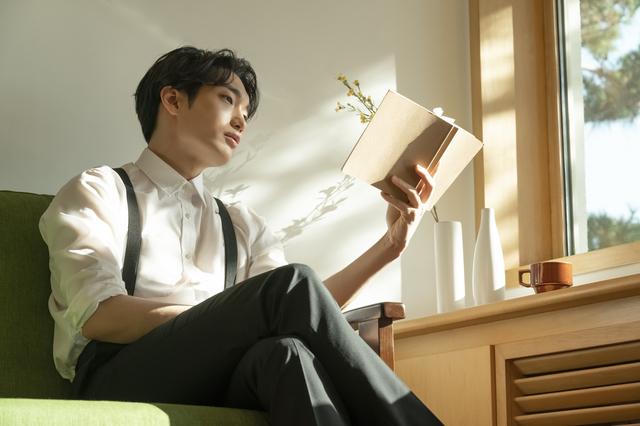 読書をする大学院生
