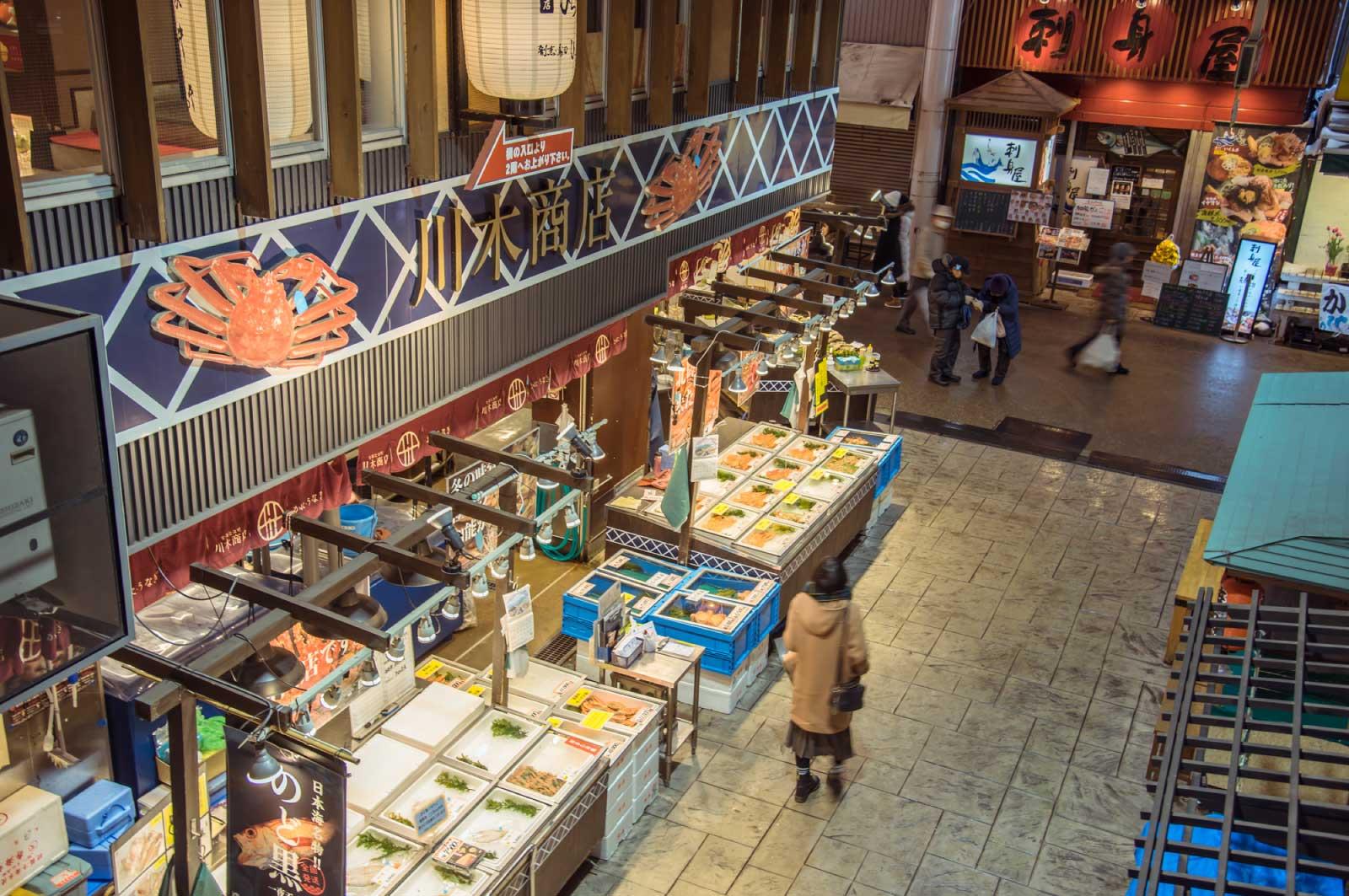 近江町市場にも訪れて、金沢の食材、そして絶品グルメを堪能してください