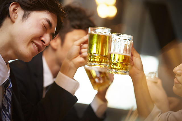 一度仕事が終わればお酒を誰よりも愛し、楽しむ男に変身