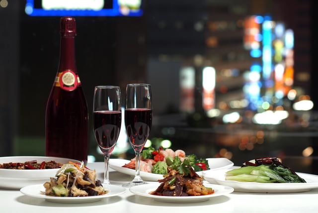 錦糸町の夜景とワインと料理