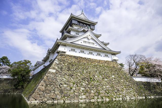 すぐ近くに「小倉城」もある