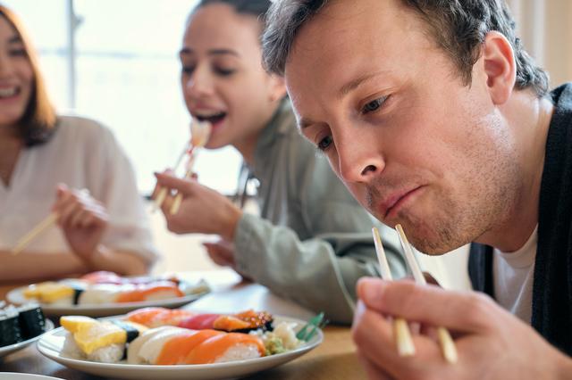 外国人とお寿司