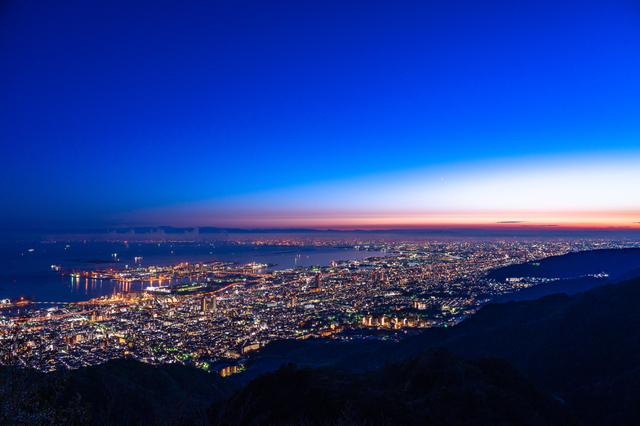 日本三大夜景の一つである摩耶山の掬星台からの眺め