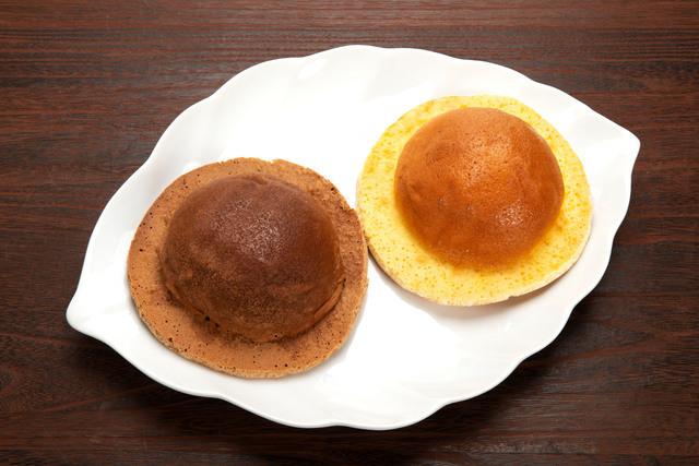 皿に乗せた帽子パン