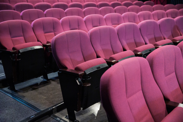 小劇場の座席