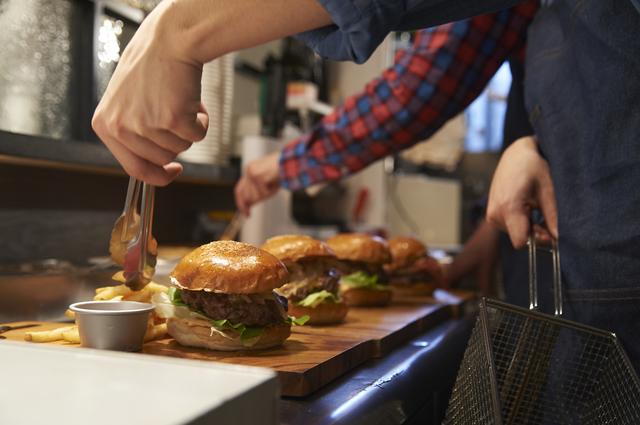 ハンバーガーショップのキッチン