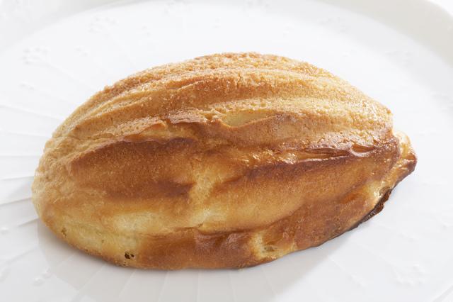 ラグビーボール型のメロンパン