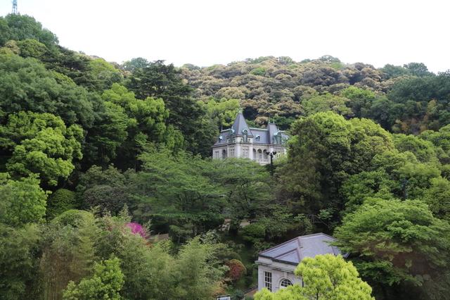 丘の上に建つ萬翠荘
