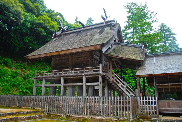 国宝の本殿(神魂神社)