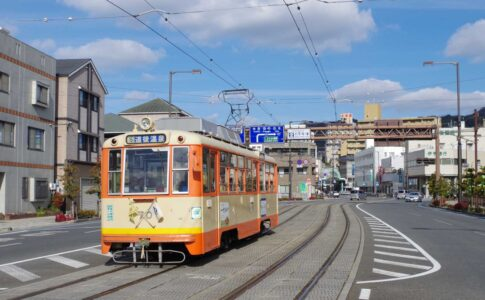松山市内を走る伊予鉄