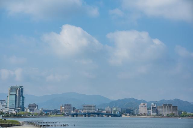 宍道湖から見た松江市