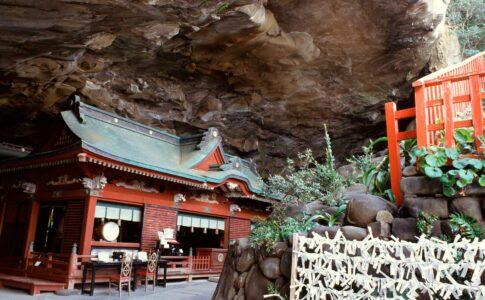 洞窟の中に本殿がある鵜戸神宮(宮崎)