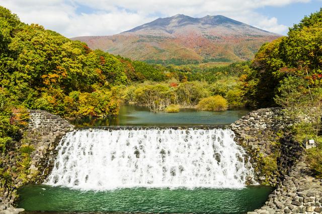 横川の滝と不忘山(宮城)