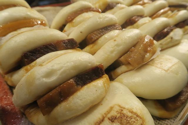 長崎角煮まんじゅうが並ぶ