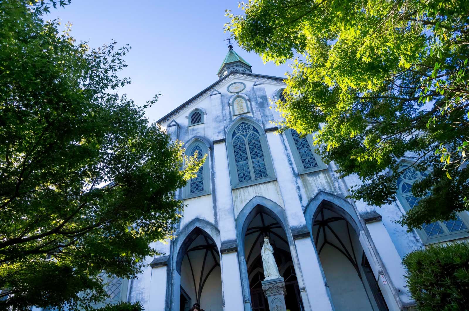 大浦天主堂を真下から見上げる